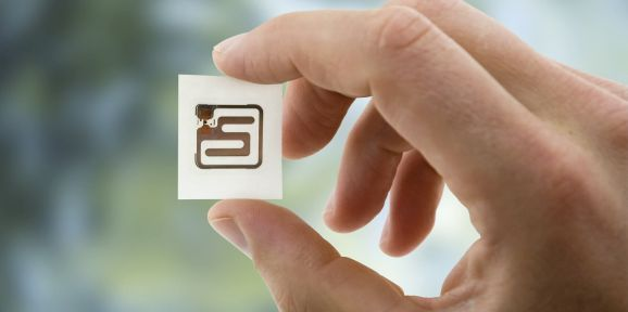 Passive RFID Systems use passive RFID tags or labels.